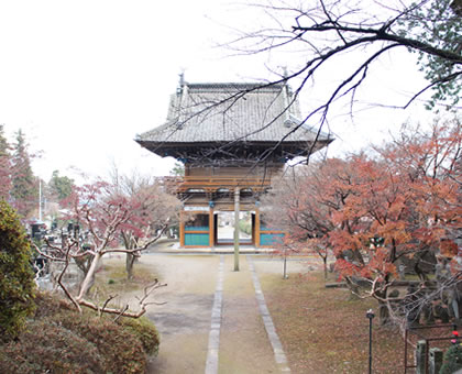 この地を大悲天女の池と言い、奥方を祀ったのが思川弁財天であり、常将と一族を祀ったのが、常将神社となりました。